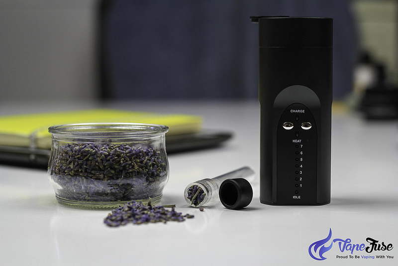 arizer-black-solo-with-glass-stem-and-lavender