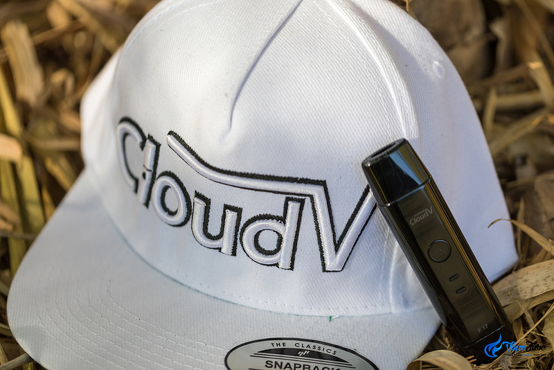 CloudV F17 Portable Vaporizer Outdoor Image 2 with Cap