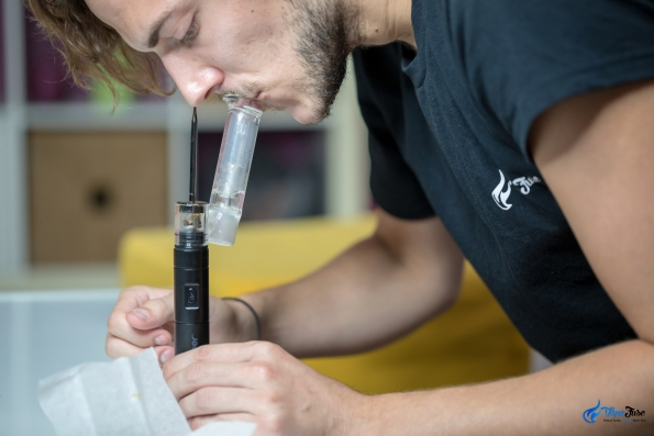 Dr Dabber Boost – Black Edition in use