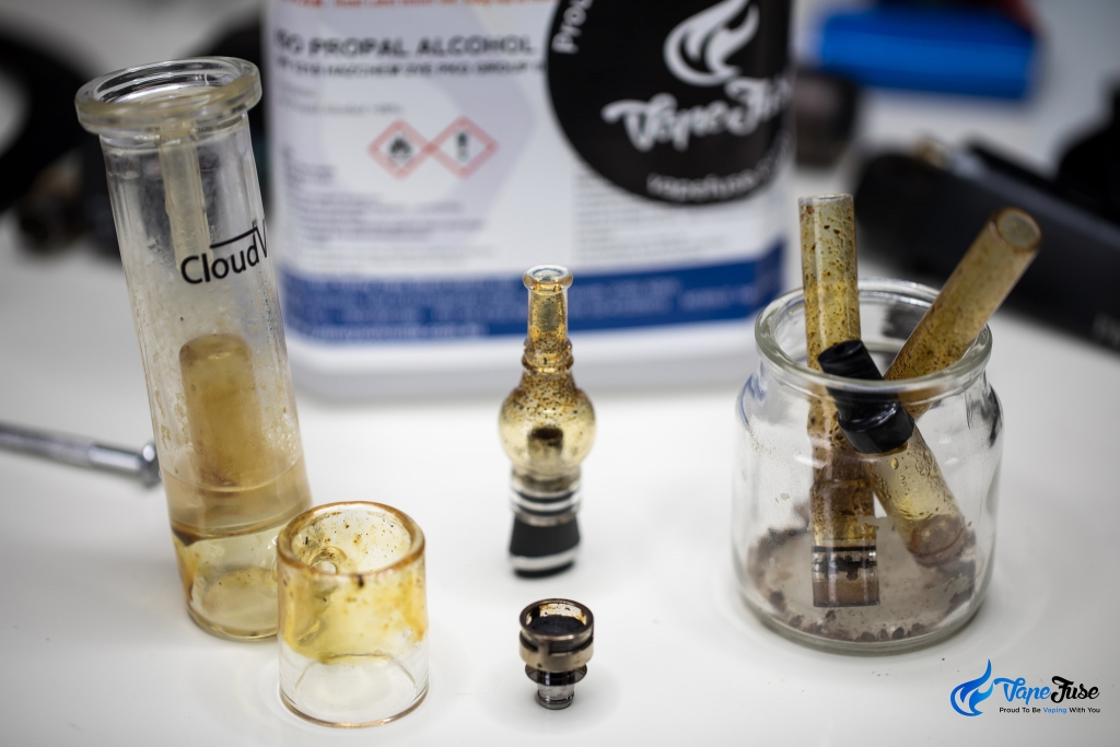 Dirty glass parts and mouthpieces of vaporizers